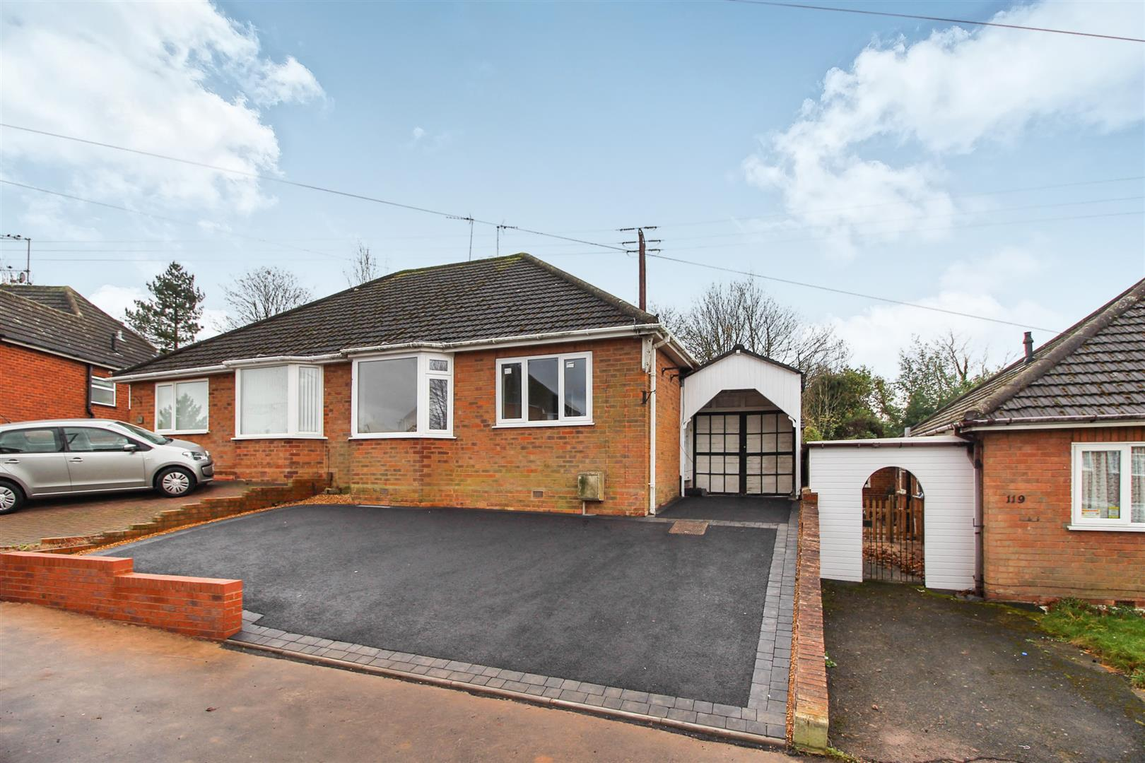 3 Bedrooms Semi Detached Bungalow for sale in Mason Road, Headless Cross, Redditch